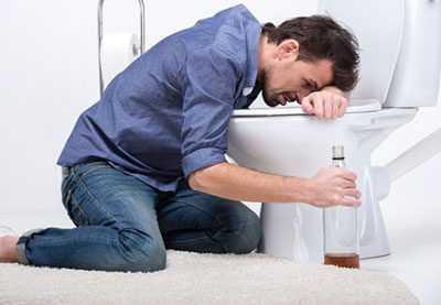 Синдром Мэллори-Вейса чаще возникает у пьющих мужчин