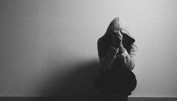 Бессонница при депрессии: причины, лечение и профилактика