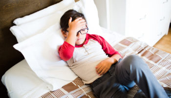 Почему болит голова у ребенка 4 лет и как ее лечить?